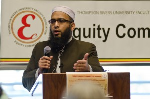 Imam Mazhar Mahmood, answers discussion questions after his presentation. (Ashley Wadhwani/ TRU Omega)