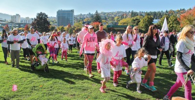 CIBC Run for the Cure participants in Riverside Park on Oct. 4. (Veronica Kos/The Omega)