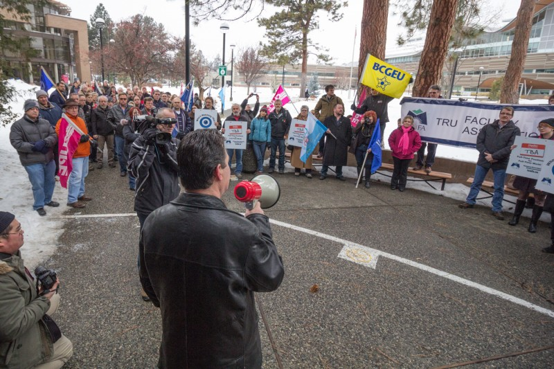 TRUFA president Tom Friedman addresses a crowd of approximately 60 people at the west entrance of the Clock Tower on the morning of Jan. 15, 2016. (Sean Brady/The Omega)