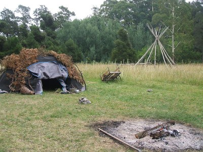 Sweat lodges, which are built for ceremonial steam baths and prayer, are typically dome-shaped and created with natural materials. (Wikimedia/ Mgodiseo)