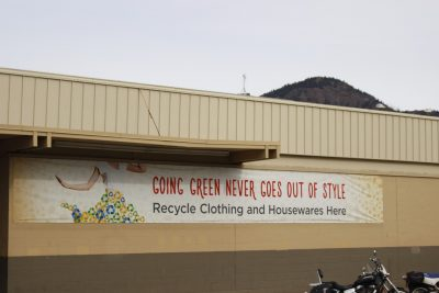 Thrift store sign highlighting recycling of used clothes. (Jennifer Will/The Omega)